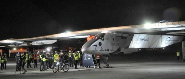 Solar Impulse 2 Landing April 2016