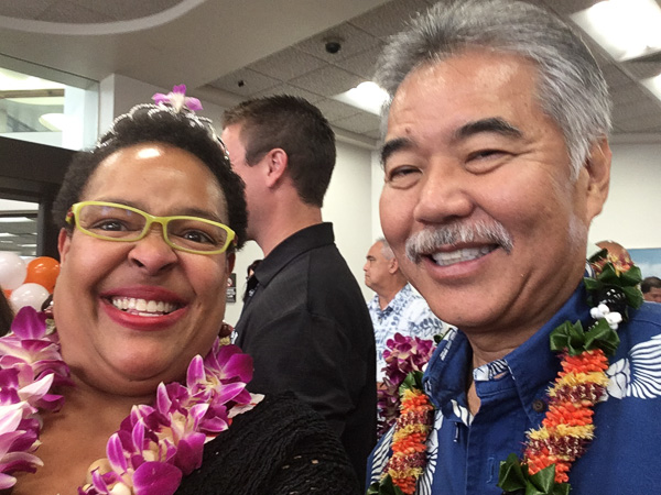 Benét and Hawaii Governor David Ige.