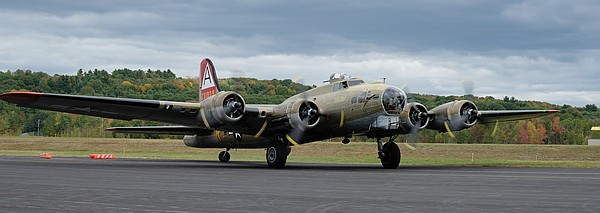 Collings Foundation B-17. Copyright Max Flight.
